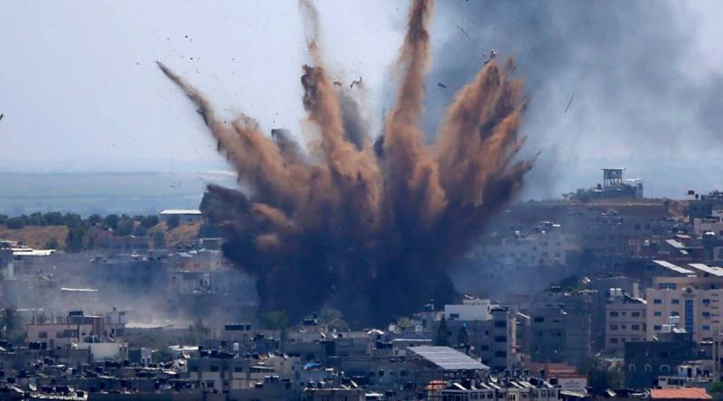 Ceasefire 'broken' as Israel strikes Gaza in response to incendiary balloons (VIDEO)
