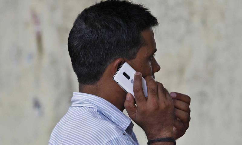 Pakistan slaps tax on mobile phone calls lasting more than 5 minutes