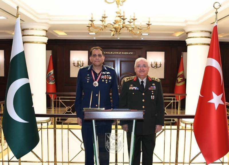 Air Chief discusses defence ties with top Turkish military brass (VIDEO)