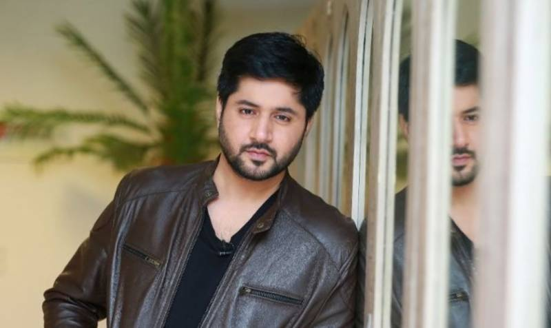 Watch – Imran Ashraf enthralls fans with his melodious voice