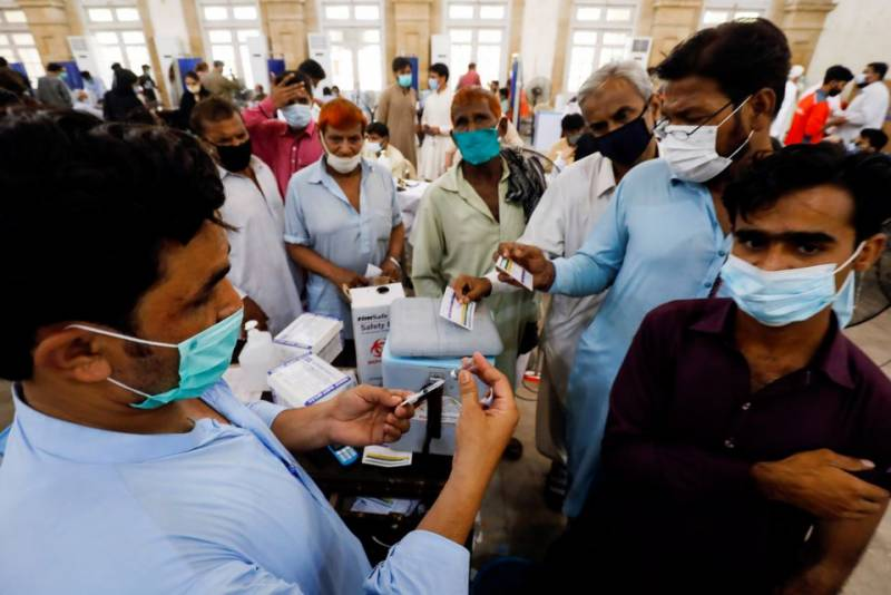 Pakistan administers half-million Covid vaccine doses in a day, highest single day coverage so far