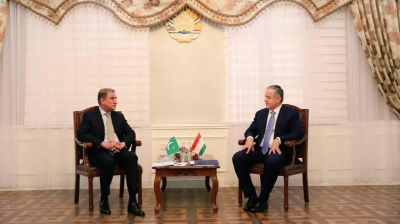 Qureshi talks bilateral trade, regional connectivity with Tajik counterpart