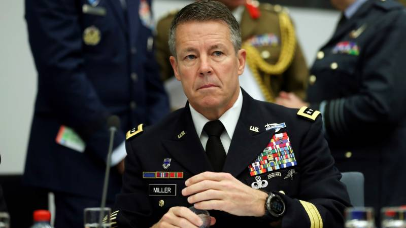 Top US general relinquishes Afghanistan command