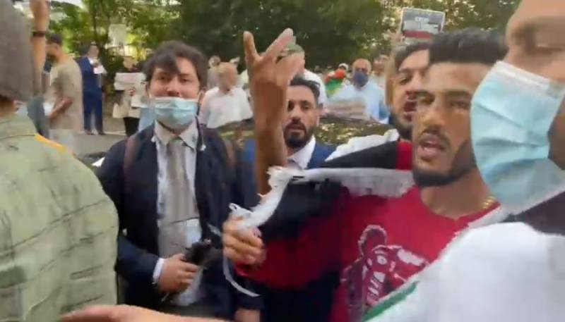 Afghan protesters storm Pakistan High Commission in London