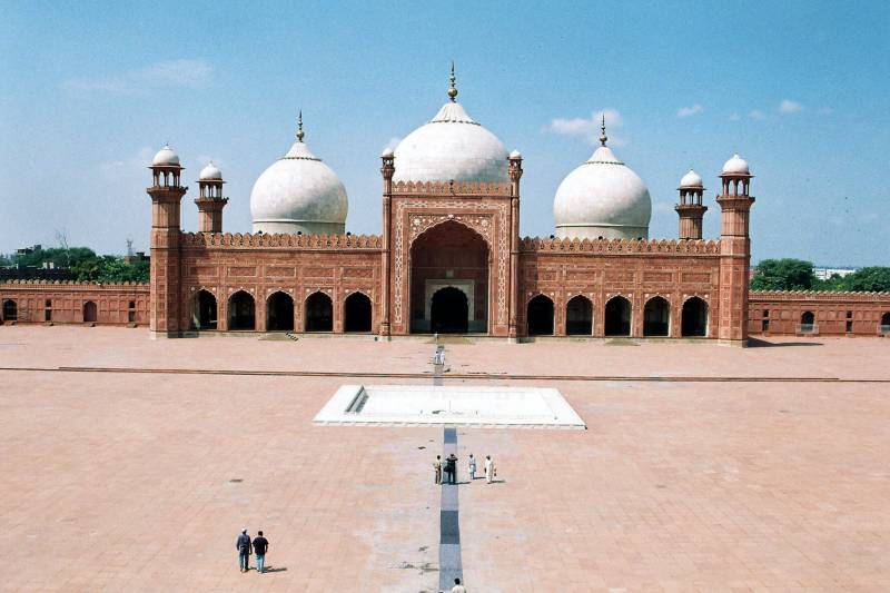 Punjab's Auqaf dept loses Badshahi Mosque's administration