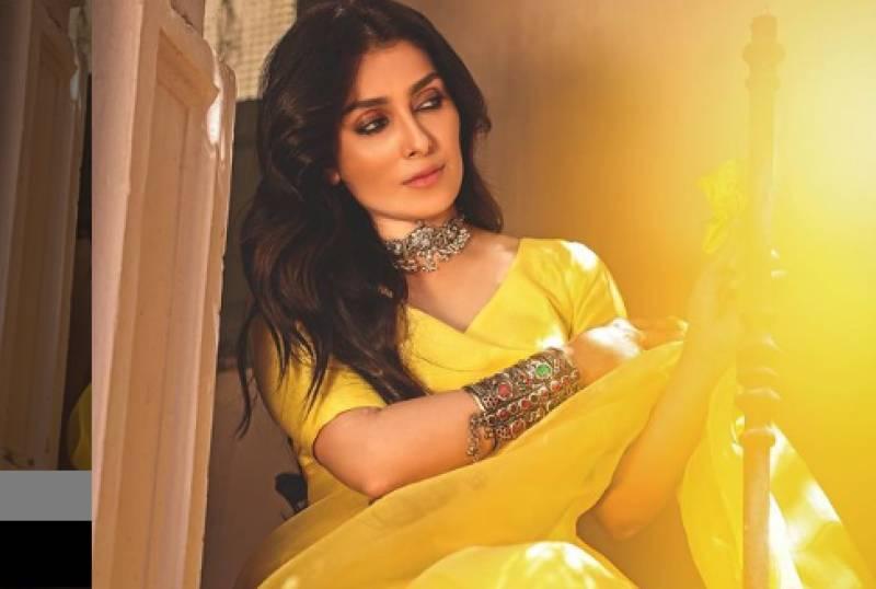 Ayeza Khan's breathtaking dance moves in saree jolts the internet (VIDEO)