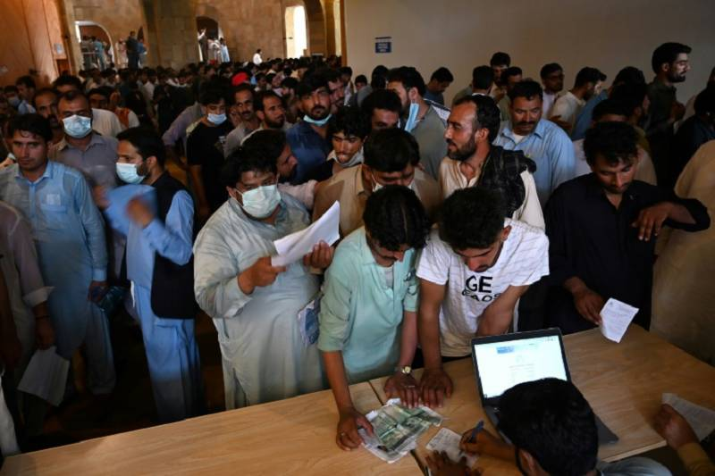 Vaccination process in Islamabad, Rawalpindi suspended as online system collapses