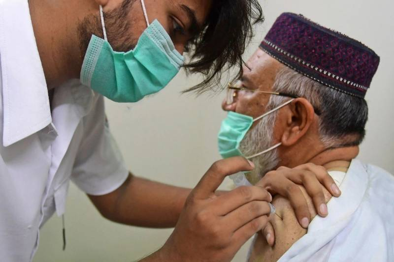 Pakistan reaches 1 million shots a day after strong warnings to unvaccinated people