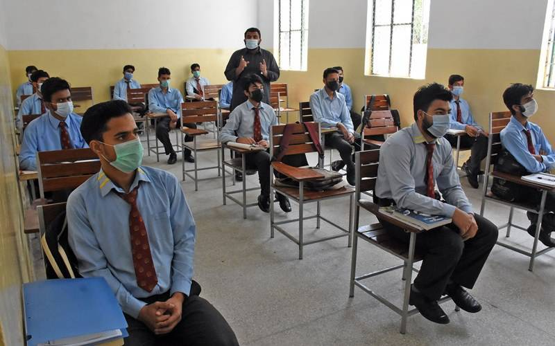 Sindh makes coronavirus vaccination mandatory for matric, inter students