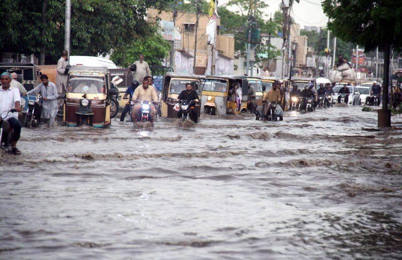5 electrocuted as heavy rain batters Karachi