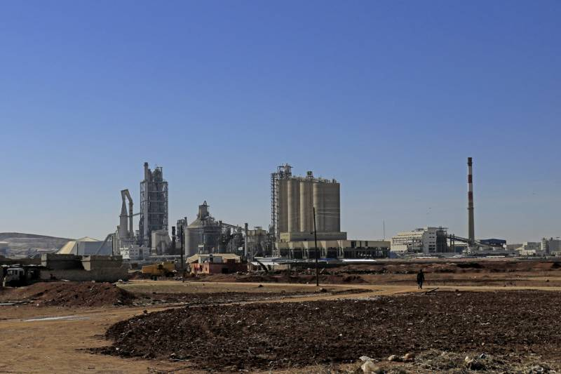 Cement giant Lafarge funded ISIS with knowledge of French intelligence: reports