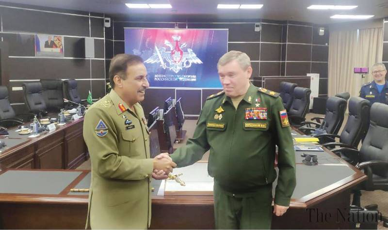 Top Pakistani, Russian generals discuss military ties in Moscow