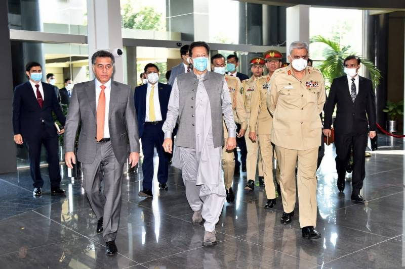 PM Imran receives security briefing during ISI Secretariat visit