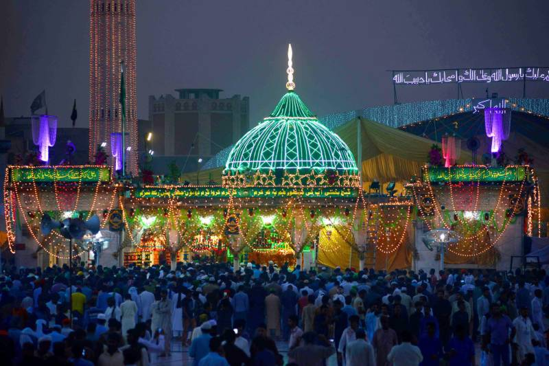 Hazrat Data Ganj Bakhsh's 978th Urs begins in Lahore amid tight security