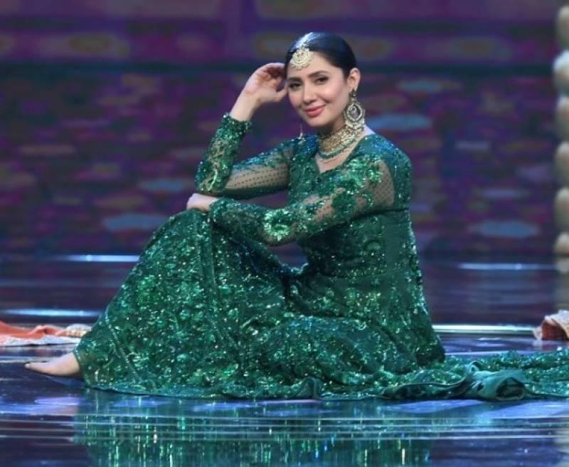 LSA21: Mahira Khan grooves to Moray Saiyyan, video breaks the internet