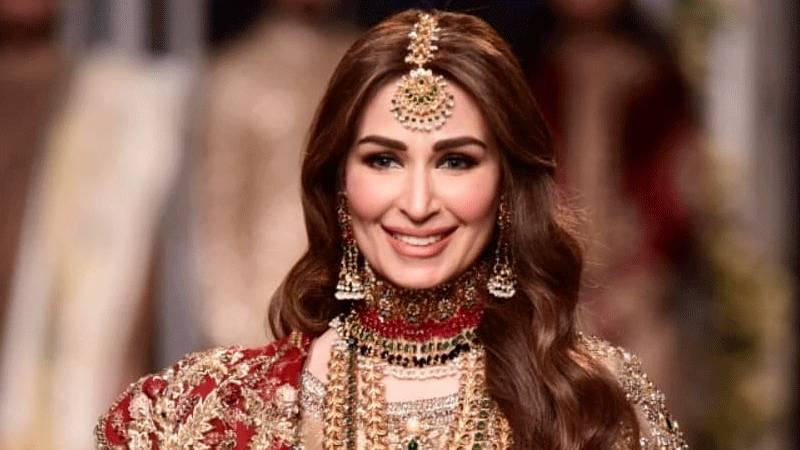 Husband seen showering praise on Reema Khan in new video