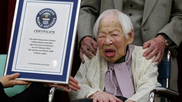 Misao Okawa, world's oldest woman, receiving Guiness World Record