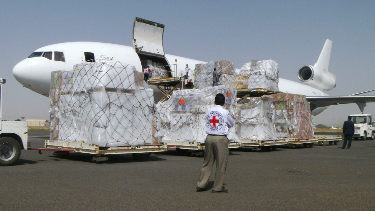 International Committee of the Red Cross workers unload a cargo plane carrying humanitarian relief supplies for civilians affected by a Saudi-led airstrike campaign against Shiite Muslim Houthi rebels, at the airport in Sanaa, Yemen, Saturday, April 11, 2015. (AP Photo/Hani Mohammed)