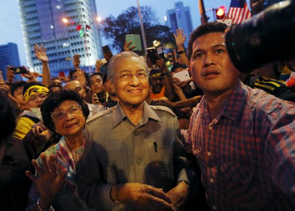 Former Malaysian Prime Minister Mahathir Mohamad (C) and his wife Siti Hasmah attend a rally organised by pro-democracy group