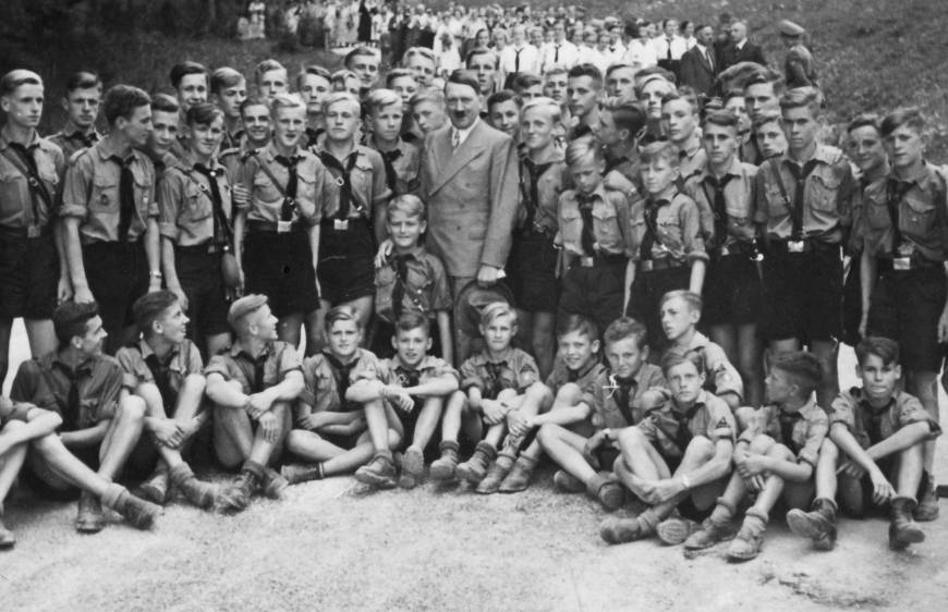 hitler-youth-members-pose-with-the-fuhrer-photo-u1