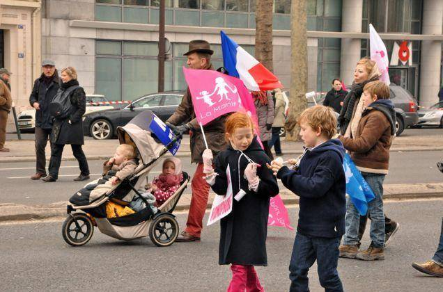 children-at-a-french-anti-gay-marriage-protest-photo-u1 (1)