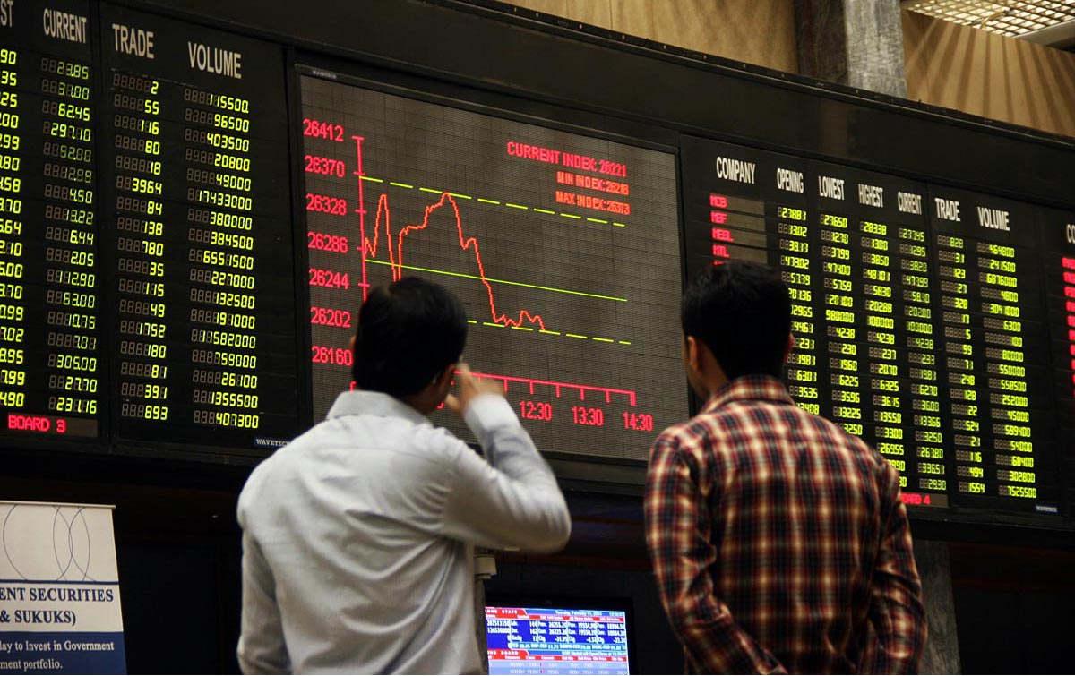 KARACHI: Feb11 – Brokers look at digital screen during bearish trend at Karachi Stock Exchange. (ONLINE PHOTO by Sabir Mazhar)