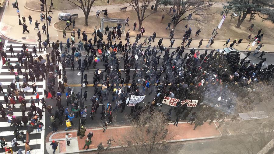 ct-trump-inauguration-protests-photos-20170120-010