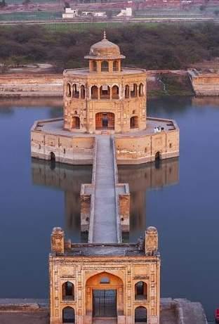 A walk through 'Hiran Minar'- Masterpiece of Mughal Era